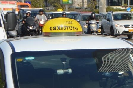 "Wikimedia By Eurovaran, <a href=""https://commons.wikimedia.org/wiki/File:Israel_Tel_Aviv_taxi_cars_(cropped).jpg"">קישור</a>"